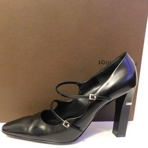 STUNNING LOUIS VUITTON BLACK LEATHER PUMPS